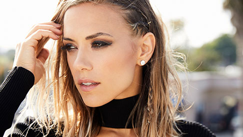 Picture of country singer Jana Kramer, who will perform at Hollywood Gaming at Dayton Raceway May 19.